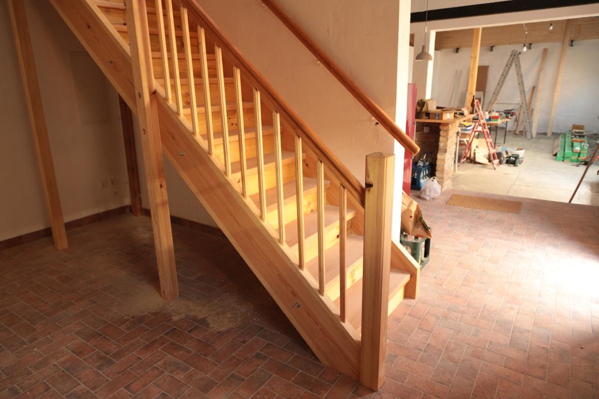 Eingestemmte Treppe mit Setzstufen